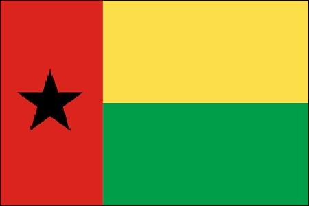 Premier État africain à s'émanciper du Portugal, dès 1974.