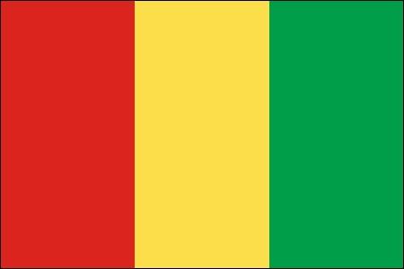 Premier État subsaharien à obtenir son indépendance de la France, il adopte les couleurs panafricaines dès 1958.