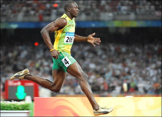 Une grande différence entre un sprinter amateur et un sprinter professionnel, c'est que ce dernier parvient à se  tracter  vers l'avant. Dans cette phase de course, il utilise les muscles...