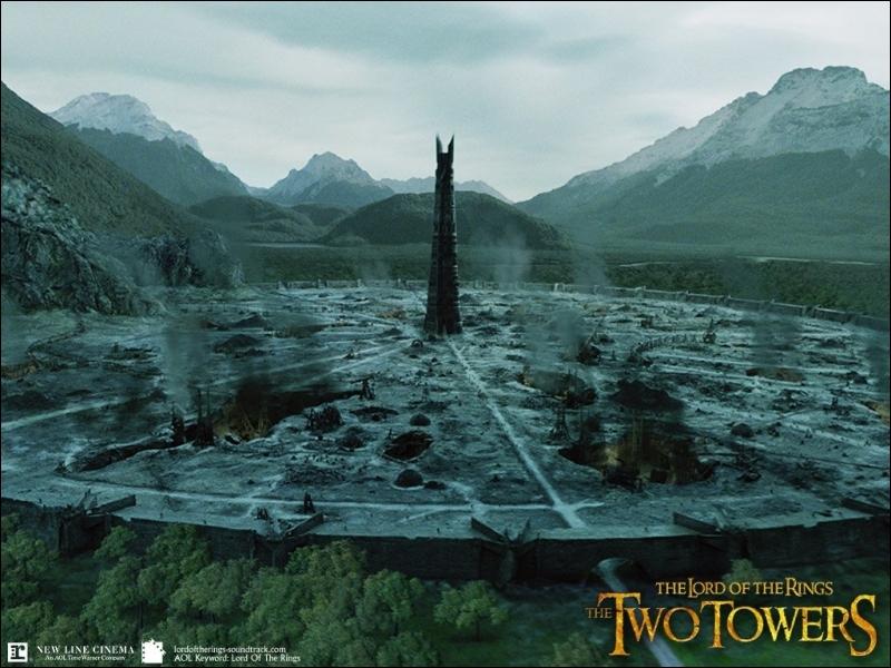 Dans la version longue, lorsque Théoden, Aragorn, Pippin, Merry et Eomer sont devant la Tour d'Ortanc. Qui retrouve-t-on ?
