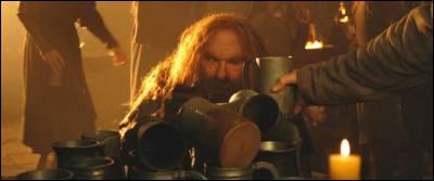 Dans la version longue, Légolas et Gimli jouent à boire, qui gagne ?