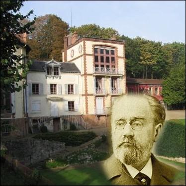 Qualifiée par ce grand écrivain de   modeste asile champêtre  , cette maison de Médan ( Yvelines ) était grande ouverte à ses amis comme Alphonse Daudet et Guy de Maupassant ... .