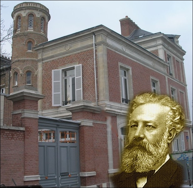 C'est dans cette maison d'Amiens, que ce grand auteur de romans d'aventures et de science-fiction écrira   Mathias Sandorf   ... .