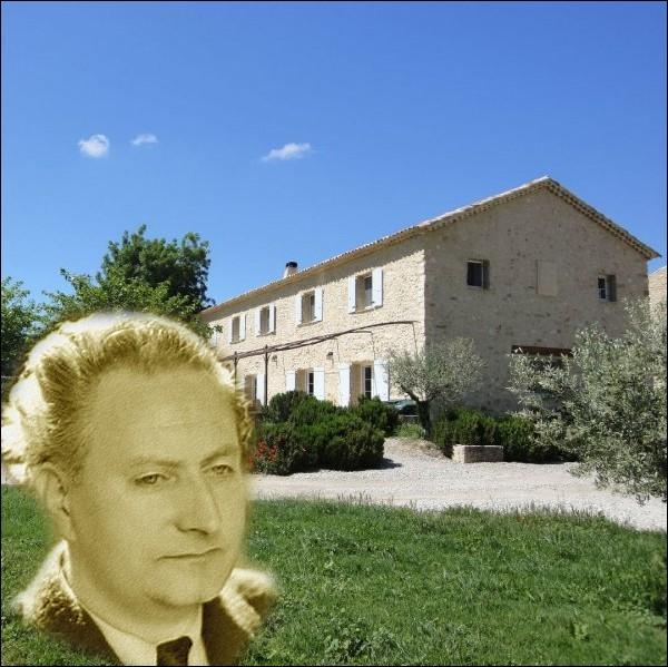 Le voyageur immobile   ainsi qu'il se surnommait, habita de 1929 à sa mort cette petite maison au lieu-dit   Lou Paraïs   à Manosque. Il y écrira la plus grande partie de son oeuvre... .
