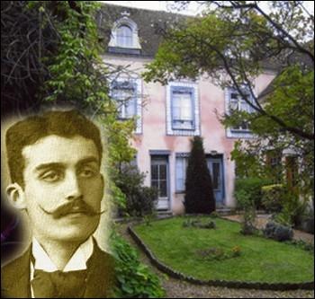 A Illiers-Combray en Eure-et-Loir on peut visiter   La maison de tante Léonie   lieu de séjour d'enfance de l'auteur de   À la recherche du temps perdu   ... .