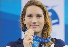 Qui est cette championne, médaille d'or en natation ( 400m nage libre ) ?