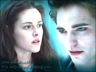 Dans le film  Twilight chapitre 1 Fascination , où Bella parle-t-elle pour la première fois à Edward Cullen ?