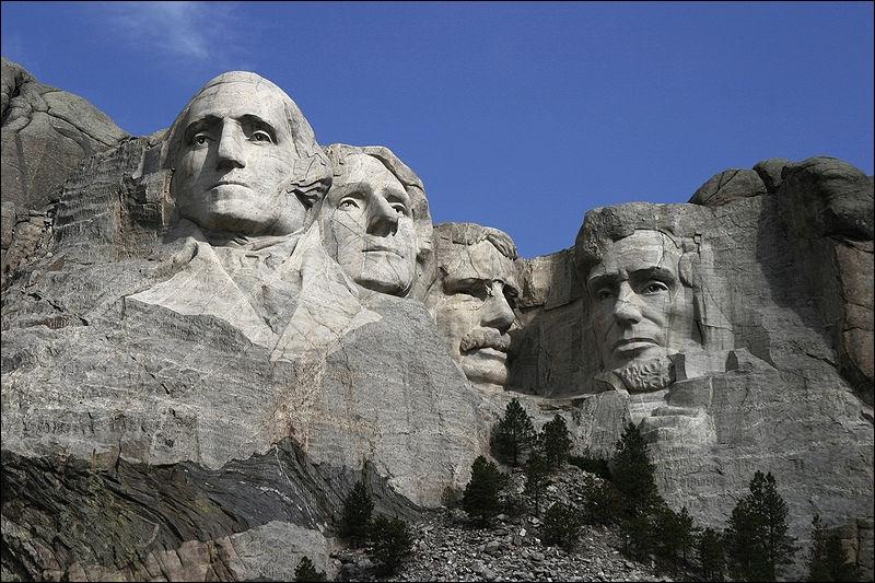 Quels sont les visages des présidents américains gravés sur le Mont Rushmore ?