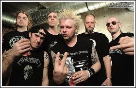 On remonte vers le grindcore, musique extrêmement rapide et violente ! Ce groupe est :