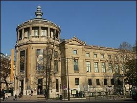 Quel est ce musée d'art asiatique situé à Paris, place d'Iéna dans le 16 ème arrondissement ?