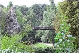 Comment se nomme cet immense parc situé au nord-est de la capitale dans le 19ème arrondissement ?