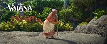 En quel animal marin tatoué sur son dos, la grand-mère de Vaiana veut-elle se réincarner après sa mort ?