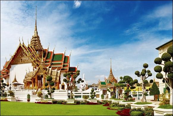 Quel est celui-ci qui abrite le temple sacré et héberge le Bouddha d'émeraude ?