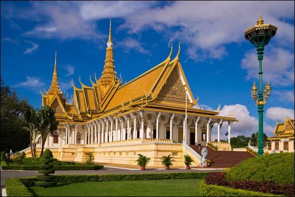 Quel est ce palais édifié par des architectes français et kmers ?