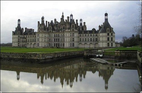 Quelle est cette construction grandiloquente, le plus visité et le plus vaste des châteaux de la Loire ?