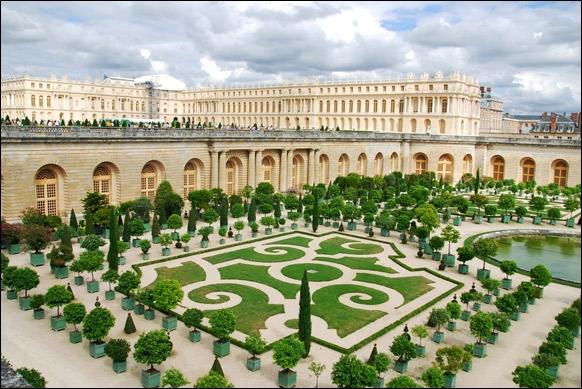 Quel est ce château inscrit au patrimoine mondial de l'Unesco depuis 1979 ?