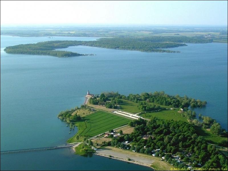 Dans quel département se situe le lac du Der ?
