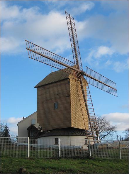 Dans quelle ville de banlieue parisienne ce moulin se situe-t-il ?