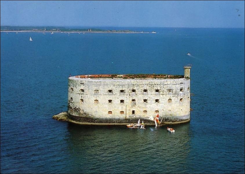 Fort Boyard est plus proche de quelle île ?