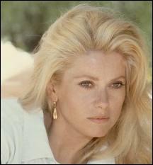 La très célèbre Catherine Deneuve, blondissime incarnation de la beauté française, est-elle une vraie blonde ?