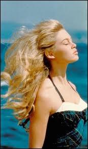 La strarissime Brigitte Bardot, incarnation de la beauté française dans le monde, est réputée aussi pour sa chevelure de lionne, qui est blonde naturelle ou pas ?