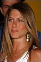 Jennifer Aniston, qui atteint la célébrité avec le rôle de Rachel Green dans Friends, qu'elle interpréta à la perfection, a une célèbre chevelure miel, qui est naturelle ou pas ?