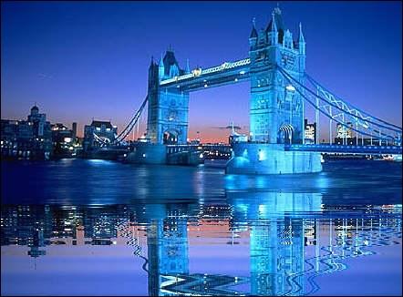 Où se situe ce monument ? Tower Bridge