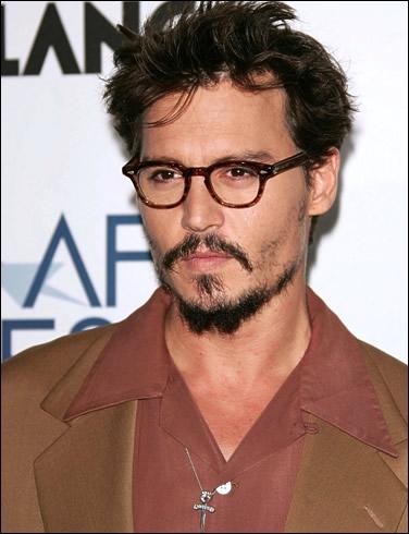 Dans quel film de Wes Craven, Johnny Depp se fait-il éliminer ?