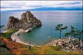 Le lac Baïkal s'étend sur le continent océanien.
