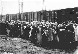 Ce ghetto n'était que l'antichambre de la mort. Vers quel camps d'extermination de Pologne les malheureux étaient-ils déportés en trains  spéciaux  ?