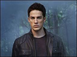 Avec qui Tyler va-t-il être en couple au cours de la saison 1 ?