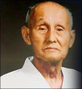 Qui a été le fondateur du style  Wado-ryu , en karaté ?