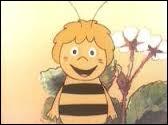 Complétez : Cette petit abeille porte le nom de Maya. Petite, oui mais ... Maya