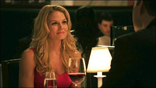 Quel est le prénom de l'homme avec qui Emma a rendez-vous lors du premier épisode ?