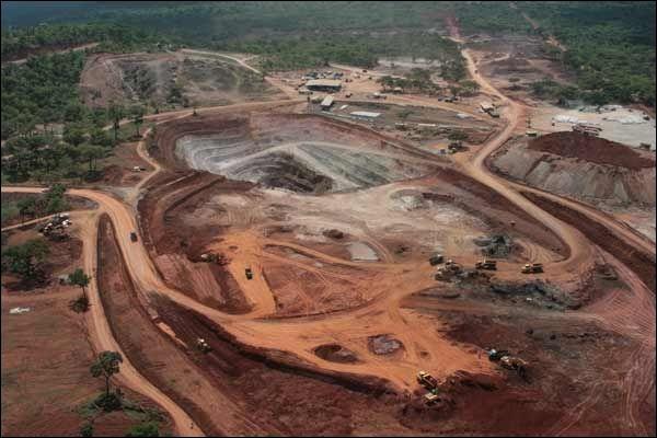 Dans ce film documentaire de Thierry Michel, Moïse Katumbi est le gouverneur de la province minière qui tente de s'adapter à la mondialisation.