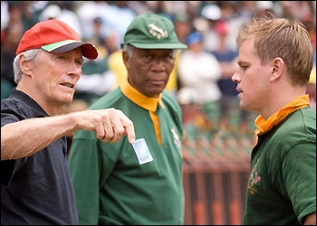 Réalisé par Clint Eastwood, ce film profondément humaniste met en scène Matt Damon en capitaine blondinet et Morgan Freeman en Nelson Mandela.