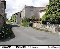Nous sommes à Pougne-Hérisson. Quel gentilé portent les habitants de cette commune ?