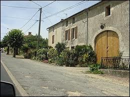 Comment nomme-t-on les habitants de la commune de Souvigné ?