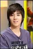 Qui est ce chanteur coréen possédant une voix douce mais puissante ?
