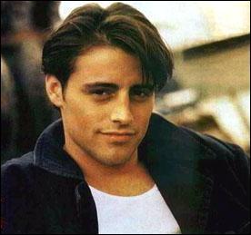 De qui, Joey tombe-t-il amoureux ?