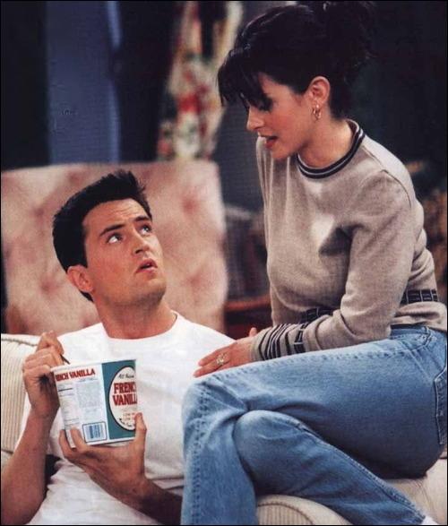 Comment s'appelle le milliardaire que Monica a rencontré ?