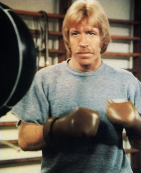 Depuis  La Fureur du dragon  avec Bruce Lee, plein de films d'action se retrouvent traduits par  La Fureur...   ! Avec Lee Van Cleef et Chuck Norris, comment a été renommé  The Octagon  ?