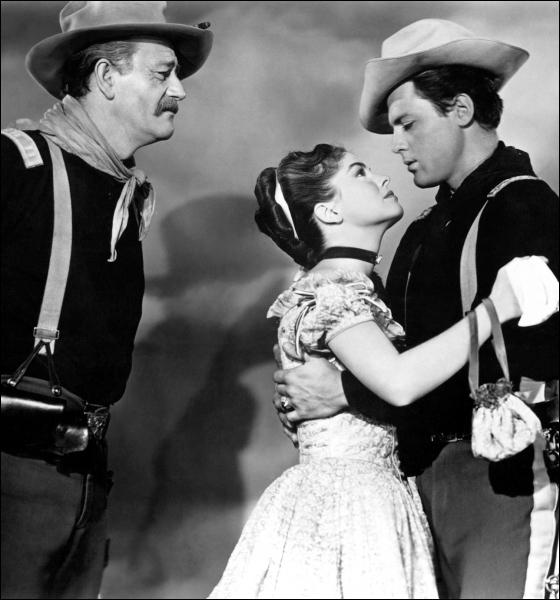 La charge...   est aux westerns ce que  La fureur...   est aux films d'action !  She wore a yellow ribbon  ( Elle portait un ruban jaune  ) de John Ford a ainsi vu son titre massacré, devenant en VF :