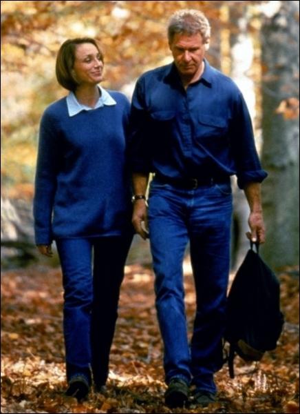 Quel est le titre français du film de Sydney Pollack (avec Harrison Ford et Kristin Scott Thomas), qui n'a rien à voir avec  Random Hearts  (Coeurs perdus), son titre original ?