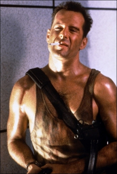 Quel est le titre français du 1er opus des  Die Hard  (titre original qu'il a bien fallu réhabiliter par la suite, afin de donner une unité aux quatre films de la saga, aux titres tous différents ! ) ?