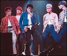 Dans la chanson  The Way You Make Me Feel  c'est Britney Spears qui interprète la jeune femme que Michael drague