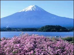 Quel est le nom de ce volcan éteint ? ( le plus haut sommet du Japon )