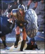 Comment s'appelle le roi d'Argos de la coalition achéenne ? Son nom est homonyme à celui du roi de Thrace qui possédait des juments mangeuses d'hommes, dont la capture fut le huitième des douze travaux d'Héraclès.