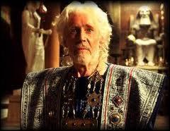 Comment s'appelle le roi de Troie qui devra faire face au siège de ses ennemis pendant 10 ans ?