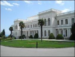 Dans quelle république autonome de l'URSS se trouve la ville de Yalta ?